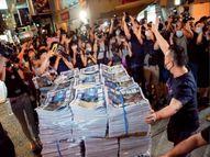 एप्पल डेली के आखिरी संस्करण को खरीदने के लिए रात से ही लगने लगीं कतारें, 10 लाख प्रतियां बिकीं|विदेश,International - Dainik Bhaskar