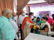 वाराणसी में 8 अगस्त तक चलेगा आयुष्मान पखवाड़ा, पैसे के बगैर उपचार के लिए बनवाएं गोल्डन कार्ड; जिले में अब तक 61147 लोग ले चुके लाभ|वाराणसी,Varanasi - Money Bhaskar