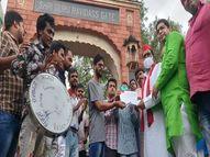 सपा एमएलसी ने वाराणसी में दृष्टिबाधित छात्रों से की मुलाकात, बोले - हर हाल में शुरू कराएंगे 9वीं से 12वीं के छात्रों की पढ़ाई|वाराणसी,Varanasi - Money Bhaskar