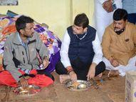 सतारा में पीड़ितों को मरहम लगाने पहुंचे पूर्व CM फडणवीस ने जमीन पर बैठकर खाया खाना, कहा-हर संभव मदद करूंगा|महाराष्ट्र,Maharashtra - Money Bhaskar