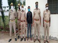 गश्त पर निकली पुलिस ने बाइक सवार को किया गिरफ्तार, पूछताछ में पता चला कि वह है 20 हजार का इनामी; पुलिस ने भेजा जेल|झांसी,Jhansi - Money Bhaskar