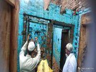 बरसात के चलते छत गिरने से ऊपर खड़े दो व्यक्ति नीचे गिरकर मलबे में दबे, एक की मौत|फिरोजाबाद,Firozabad - Money Bhaskar