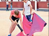 यहां 62 स्कूलों में बुलफाइटर्स तैयार होते हैं, 8 की उम्र में दाखिला मिलता है और 14 में पहली बार सांड से सामना|विदेश,International - Money Bhaskar