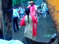 निगम की महिला अफसर पर फेरीवालों ने चाकू से किया हमला, 2 अंगुलियां काटी; बचाने गए बॉडीगार्ड की भी एक अंगुली कटी मुंबई,Mumbai - Money Bhaskar