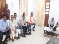 नामांत्रण के एवज में पटवारी मांग रहा था 5 हजार रुपए, लोकायुक्त पुलिस ने सीधी कलेक्ट्रेट के सामने दलाल सहित धर दबोचा रीवा,Rewa - Money Bhaskar
