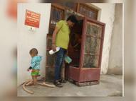 डेंगू का मरीज मिलते ही हरकत में आया स्वास्थ्य अमला, मोहल्ले में पहुंचकर कूलरों और जमा पानी से लार्वा कराया नष्ट|भिंड,Bhind - Money Bhaskar