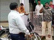 वैक्सीन नहीं लगवाने पर अड़ा परिवार, घर गए तहसीलदार से की अभद्रता; पुलिस पहुंची तो परिवार समेत लगवाया टीका|खंडवा,Khandwa - Money Bhaskar
