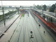 रतलाम शहर के कई इलाकों में घरो में घुसा बारिश का पानी ,रेलवे स्टेशन पर पटरिया डूबी ,3 घंटे से यातायात प्रभावित|रतलाम,Ratlam - Money Bhaskar