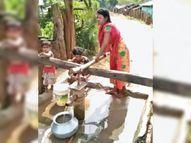 प्यासा आदिवासी तो खींच ही लेगा पानी क्योंकि सुन ही नहीं रहा विभाग कोंडागांव,Kondagaon - Money Bhaskar