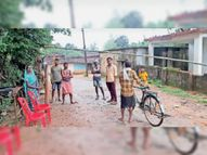 परवी में बैरियर लगाकर गश्त करते हैं ताकि हो सके जंगल की रक्षा भानुप्रतापपुर,Bhanupratap pur - Money Bhaskar