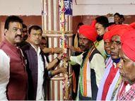 75 दिनों तक चलने वाले पर्व के लिए आज से शुरू होगा रथ निर्माण; पारंपरिक औजारों से 20 फीट ऊंचा और 45 फीट लंबा यह दो मंजिला निर्माण होगा जगदलपुर,Jagdalpur - Money Bhaskar