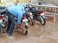 जिला अस्पताल के गेट पर खड़े वाहनों को सुरक्षा गार्ड ने कील से किया पंचर|रायसेन,Raisen - Money Bhaskar