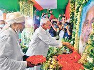 परिजनों से मिलकर दी सांत्वना, श्रद्धांजलि देने उपमुख्यमंत्री समेत कई मंत्री और नेता भी पहुंचे, नीतीश बोले-सदानंद सिंह हमारे अभिभावक थे, उनके निधन से एक युग का अंत पटना,Patna - Money Bhaskar