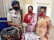 भिवानी से पिंडदान करने गया आई महिला का बैग ट्रेन में छूट गया, RPF ने तुरंत एक्शन लिया तो फिर से मिला वापस गया,Gaya - Money Bhaskar