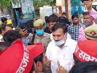 सामाजिक संगठनों ने किया धरना प्रदर्शन, सिटी मजिस्ट्रेट ने कहा- समाप्त कर दो धरना नहीं तो ठीक कर दूंगा फिरोजाबाद,Firozabad - Money Bhaskar