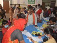 किट की जांच रिपोर्ट को नहीं मान रहे डॉक्टर्स, वायरल बुखार बताकर कर रहे इलाज फिरोजाबाद,Firozabad - Money Bhaskar