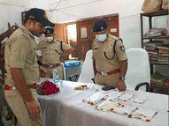 UP से वाहन लूटकर MP के शहरों में छिपाते थे, 13 बाइक, 3 पिस्टल, एक कट्टा और कारतूस हुए बरामद ग्वालियर,Gwalior - Money Bhaskar
