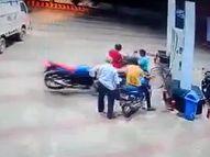 CCTV में कैद हो गई फुटेज, बाइक में चाबी लगा पेशाब करने गया था चालक नवादा,Nawada - Money Bhaskar