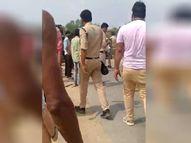 सड़क किनारे बैठी थी महिला, तेज रफ्तार ट्रक आकर पलटा, दबकर हुई मौत, ग्रामीणों ने ट्रक ड्राइवर को पीटा सीधी,Sidhi - Money Bhaskar