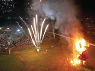 नाभि पर बाण लगा, मुंह से निकली आग 51 फीट ऊंचा रावण चंद मिनट में खाक|रायपुर,Raipur - Money Bhaskar