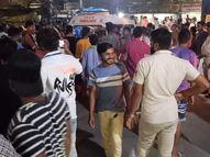 अनियंत्रित ट्रक की चपेट में आने से 2 की मौत, कई घायल सीवान,Siwan - Money Bhaskar