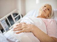स्टाफ की कमी से घरों में मरीजों की देखभाल की समस्या बढ़ी द न्यू यार्क टाइम्स,The New York Times - Money Bhaskar