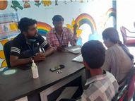घर से बीकानेर घूमने निकला था, रतनगढ़ में टिकट के बिना पकड़ा गया,चाइल्ड हेल्प लाइन को सौंपा|चूरू,Churu - Money Bhaskar