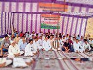 कांग्रेस ने धरना दिया, वक्ता बोले- सांसद की दखलंदाजी से रोका गया है कार्य|सादुलपुर,Sadulpur - Money Bhaskar