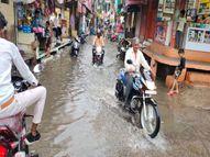 देपालपुरमेंकस्तूरबा कॉलेज और हॉस्टल में भरा डेढ़ फीट पानी, दुकानों-मकानों में भी घुसा|इंदौर,Indore - Money Bhaskar