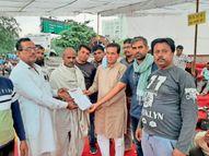 पैराटीचर्स, मदरसा पैराटीचर्स व शिक्षाकर्मियों को स्थाई करने की मांग, शिक्षक संघ शेखावत ने किया धरने का समर्थन|चूरू,Churu - Money Bhaskar