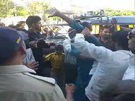 ईद मिलादुन्नबी पर जुलूस के बीच घुस कर चुरा रहे थे मोबाइल, पर्स, पब्लिक ने 6 को पकड़ा, सड़क पर ही लगाई धुनाई ग्वालियर,Gwalior - Money Bhaskar