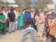 अंबेडकर चौक में आप ने प्रदेश और केंद्र सरकार का पुतला फूंक प्रदर्शन किया|नवांशहर,Nawanshahr - Money Bhaskar