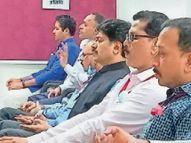 मंत्र योग मन प्रबंधन कार्यशाला में ऊं ध्वनि से नकारात्मक प्रवृत्तियों काे किया बाहर|देवास,Dewas - Money Bhaskar
