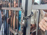 कृषि मंडी अधिकारी व व्यापारियों पर लगाया मनमानी का आरोप, आक्रोशितकिसानों नेकिया प्रदर्शन|चौमू,Chomu - Money Bhaskar