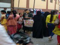 400 छोटे दुकानदार फिर सड़कों पर, बैरिकेड्स से 15 से ज्यादा बाजार का व्यवसाय प्रभावित|इंदौर,Indore - Money Bhaskar