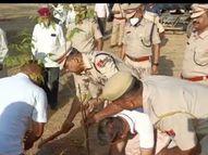 शहीद स्मारक पर पुष्पांजलि और पौधरोपण किया,शहादत दिवस पर दी सलामी राजस्थान,Rajasthan - Money Bhaskar