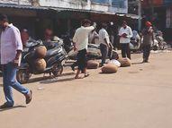 फूड विभाग की टीम को नहीं मिलती मावा की खेप; लेकिन भास्कर टीम सुबह मोर बाजार पहुंची तो लोडिंग वाहनों से उतरता दिखा मावा|ग्वालियर,Gwalior - Money Bhaskar
