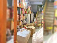 बिना लाइसेंस घर से पटाखे बेचने पर व्यापारी को किया गिरफ्तार, जमानत पर छोड़ा|सेंधवा,Sendhwa - Money Bhaskar
