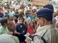 खाद न मिलने से परेशान सैकड़ों किसानों ने बिजावर कृषि मंडी में की नारेबाजी व प्रदर्शन|छतरपुर (मध्य प्रदेश),Chhatarpur (MP) - Money Bhaskar