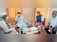 अण्णांच्या मनधरणीसाठी भाजपचे नेते राळेगणला, वचन न पाळणाऱ्यांच्या राज्यात जगण्याची इच्छा नाही - अण्णा हजारे|अहमदनगर,Ahmednagar - Divya Marathi