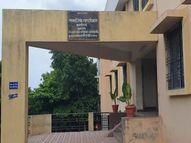 माढ्यातील शासकीय वसतिगृहातील अधिकाऱ्यांना सावित्रीबाई फुलेंची जयंती साजरी करण्याचा विसर, राज्य शासनाच्या आदेशाला अधिकाऱ्याकडूनच तिलांजली|सोलापूर,Solapur - Divya Marathi