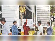 देशाच्या कानाकोपऱ्यात पोहोचली लस; पहिल्या दिवशी 3 हजार केंद्रांवर 3 लाख आरोग्य कर्मचाऱ्यांचे लसीकरण|देश,National - Divya Marathi