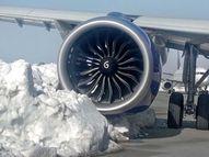 श्रीनगरहून दिल्लीसाठी टेक ऑफ करण्याआधीच बर्फाला धडकले विमान; सर्व 233 प्रवासी सुखरूप|देश,National - Divya Marathi