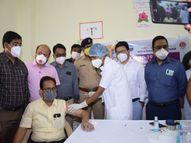हिंगोलीत टाळ्यांच्या कडकडाटात कोविडचे पहिले लसीकरण, शासकिय रुग्णालयात अधिकाऱ्यांची उपस्थिती|औरंगाबाद,Aurangabad - Divya Marathi