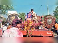 लाखोंची बक्षिसे मिळवून देणाऱ्या रेड्याला वाजतगाजत शेवटचा निरोप; मालकाचे 100 नातेवाईकही सहभागी उस्मानाबाद जिल्हा,Osmanabad - Divya Marathi