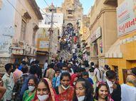 દ્વારિકાધિશના દર્શન માટે ભક્તોનો પ્રવાહ એવો તલપાપડ બન્યો કે, દ્વારકામાં સોશિયલ ડિસ્ટન્સિંગ નામનું'ય ન રહ્યું !|દ્વારકા,Dwarka - Gujarati News