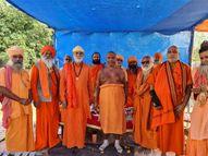 12000 કિલોમીટરની પદયાત્રાના સંકલ્પ સાથે નીકળેલા શ્રી 1008 નર્મદાનંદજી દ્વારકા પહોંચ્યા|દ્વારકા,Dwarka - Gujarati News