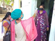 વડોદરામાં પાલિકાની 828 ટીમોએ ઘરે-ઘરે ફરીને સર્વે શરૂ કર્યો, 18 લાખ લોકોની તપાસ થશે, દરેક સભ્યોનું સ્ક્રીનિંગ, જરૂર જણાય તો ઓક્સિજનની ચકાસણી અને ટેસ્ટ કરાય છે|વડોદરા,Vadodara - Gujarati News