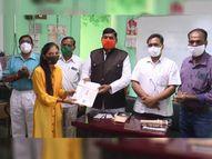 મહીસાગરમાં કોરોના વોરિયર્સ પર યોજાયેલી સ્પર્ધાઓના વિજેતાઓને પુરસ્કાર અપાયાં|લુણાવાડા,Lunavada - Gujarati News