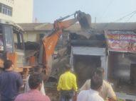 વલસાડમાં ST ડેપો પાસે ખાનગી જમીન પર 10 દૂકાન અને કેબિનો પાલિકાએ તોડી પાડી|વલસાડ,Valsad - Gujarati News